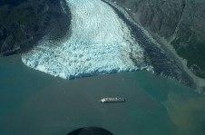 glacier-bay-cruise-ship-alaska
