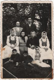 Fam Negru, Crocna, Ioan, Stana, Florica (Duma) Viora (tisan) Maria (Lenuta) Feier(14)_amintire-Oct-6-1955)