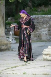 72308e9b11bed104bd0f091e1f136f31--palestinian-embroidery-traditional-dresses