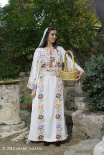 9466a8222c0dacab740b794541ac40c8--palestinian-embroidery-traditional-dresses